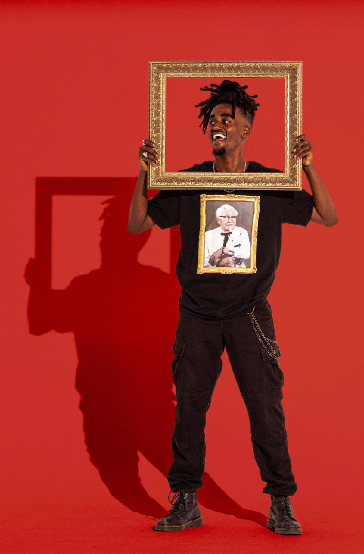 Holding_frame_colonel_portrait_tee
