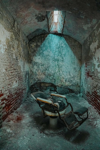 old school barber chair, claudio ferreira fade room visits eastern state penitentiary