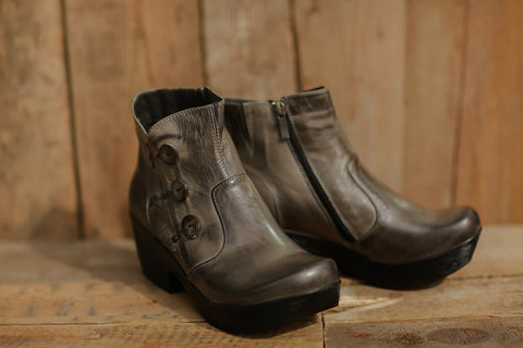 On-Trend Button Boot (Graphite) ~ 615