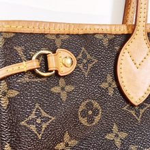 Louis Vuitton Neverfull Monogram Handbag