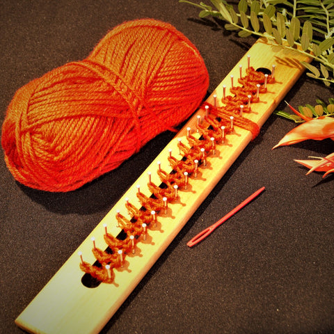 Scarf knitting board