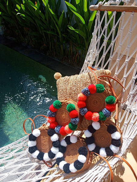 Making these round rattan pompom bags from scratch