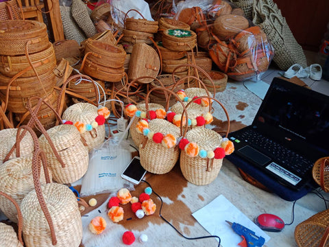 Hand woven straw bags for beech