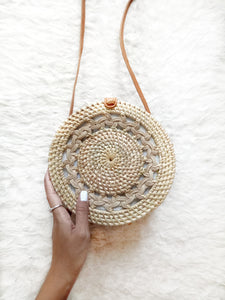 Rattan evening bag looks exactly as described, the inside is a fun batik lining pattern and it is perfect for the rattan bag trend.