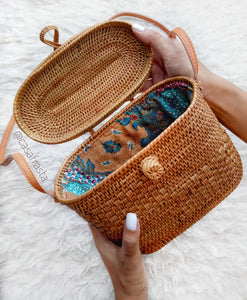 Are you looking for rattan bag wholesale ? we have hundreds of designs in stock these rattan crossbody are one of its kind