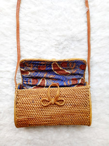 First of all this city beach rattan bag stores a ton of stuff including wallet, sunglasses, you might have seen other Bali bags but this one is the best