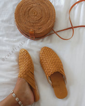beach slippers rattan