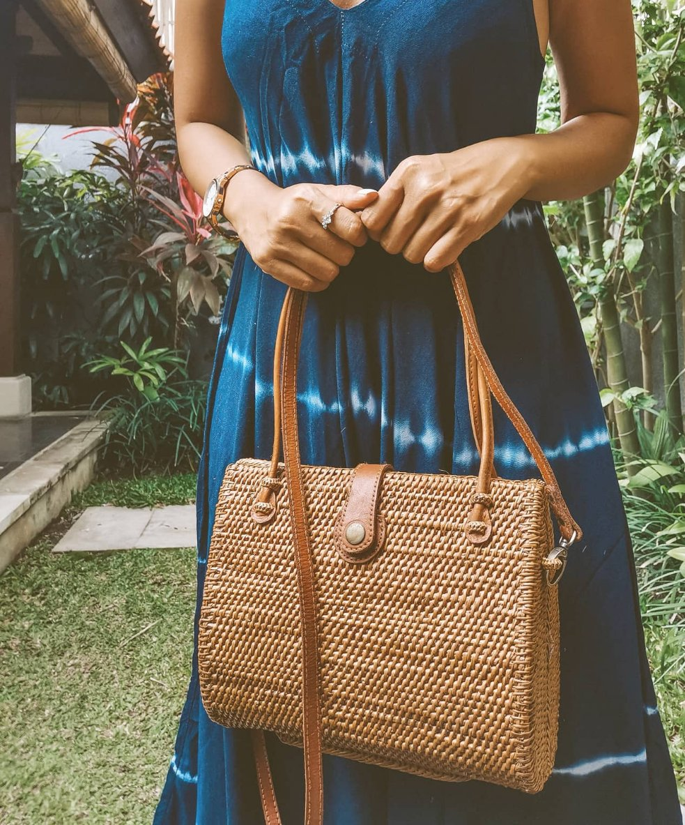 Large Clam Rattan Clutch Shoulder Bag