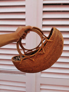 Very comfy rattan shoulder bag at a reasonable price, also super fast shipping, beautiful batik lining will be a customer again!