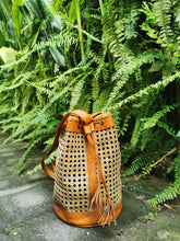 These rattan handmade rattan bags are lovely ! They are perfect bags for the Summer and for Tropical vacations, these rattan bags are inspired from different stories around the bali