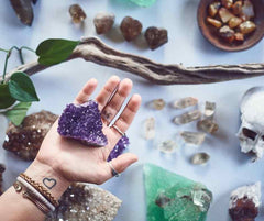 How to feel the energy from your crystals - sending hand and receiving hand