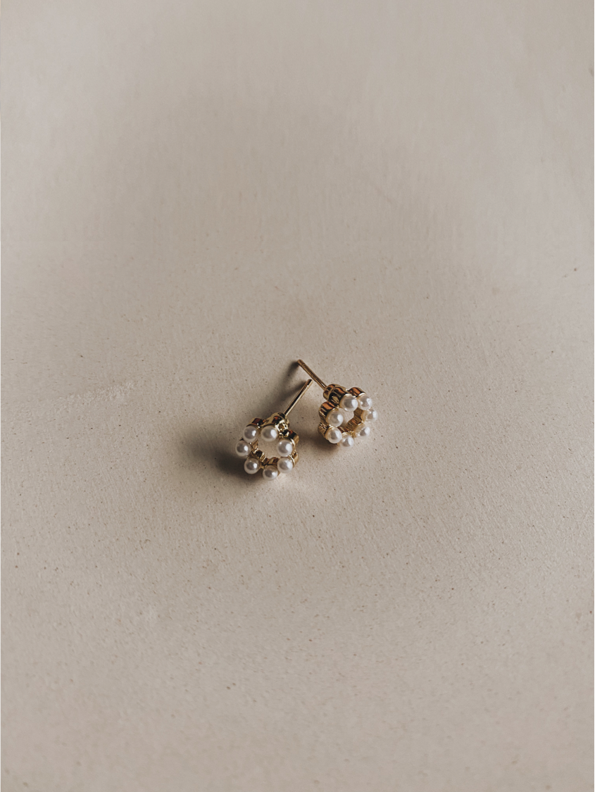 EIRA MINI PEARLS EARRINGS