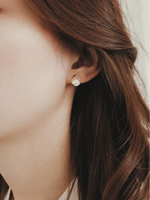 MARGOT PEARL STUDS