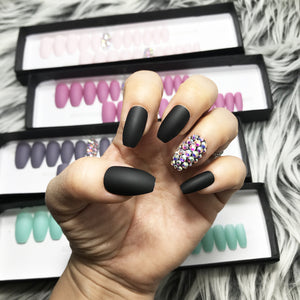 DAZZLE BLACK CRYSTAL ACCENT SOLID NAIL SET