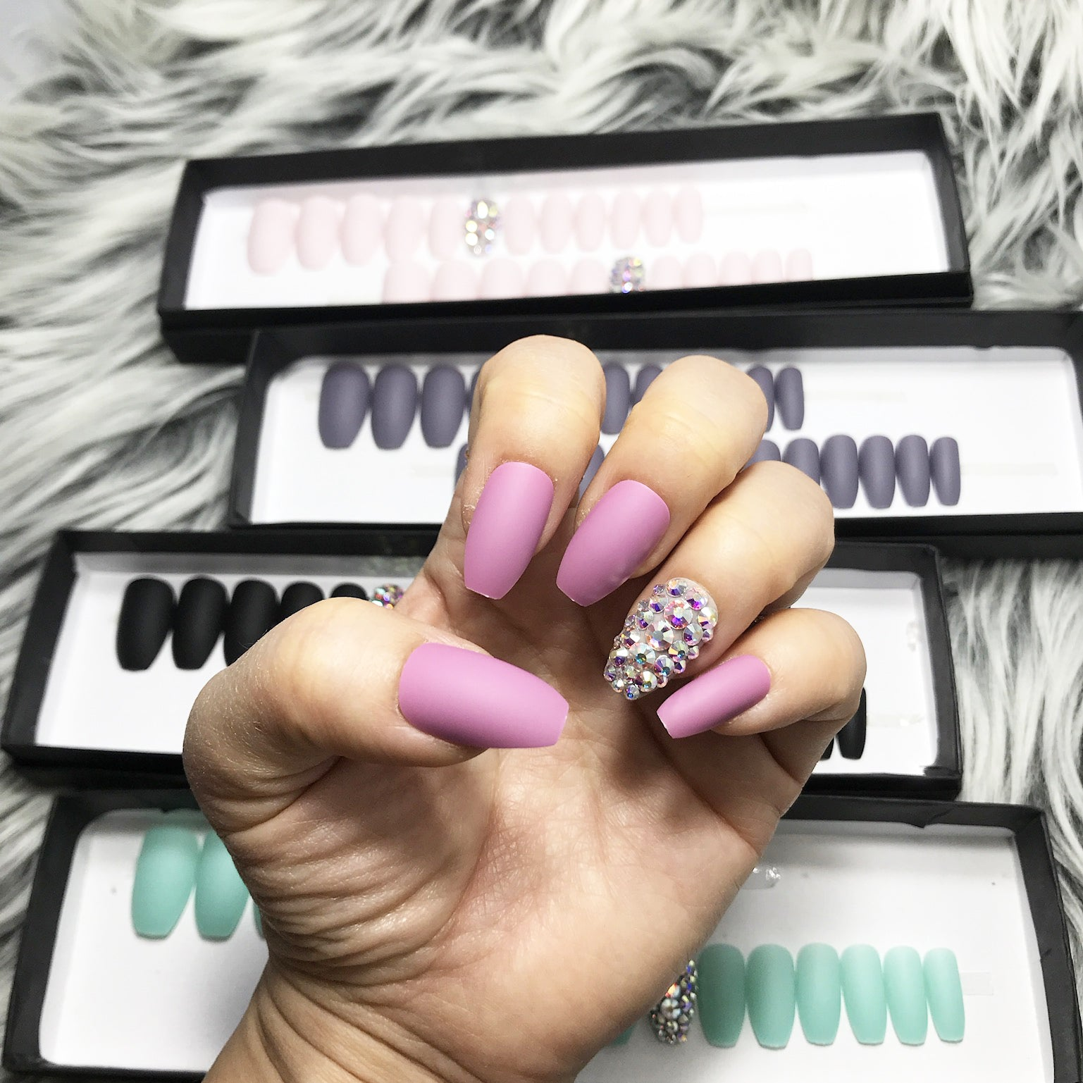 DAZZLE  GLAM VIOLET CRYSTAL ACCENT SOLID NAIL SET