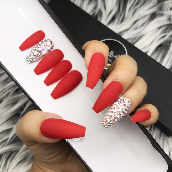 HANDMADE- CLASSIC RED MATTE W CRYSTAL ACCENT PRESS ON NAIL SET