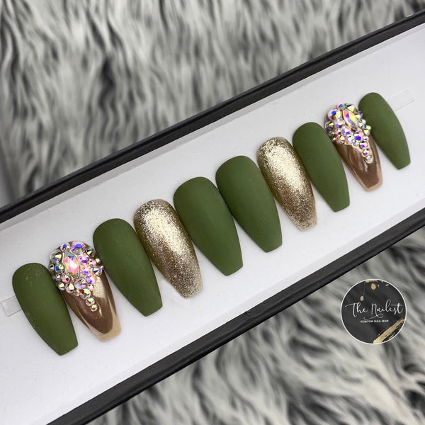 HANDMADE- THINK GREEN CRYSTAL GOLD PRESS ON NAILS SET