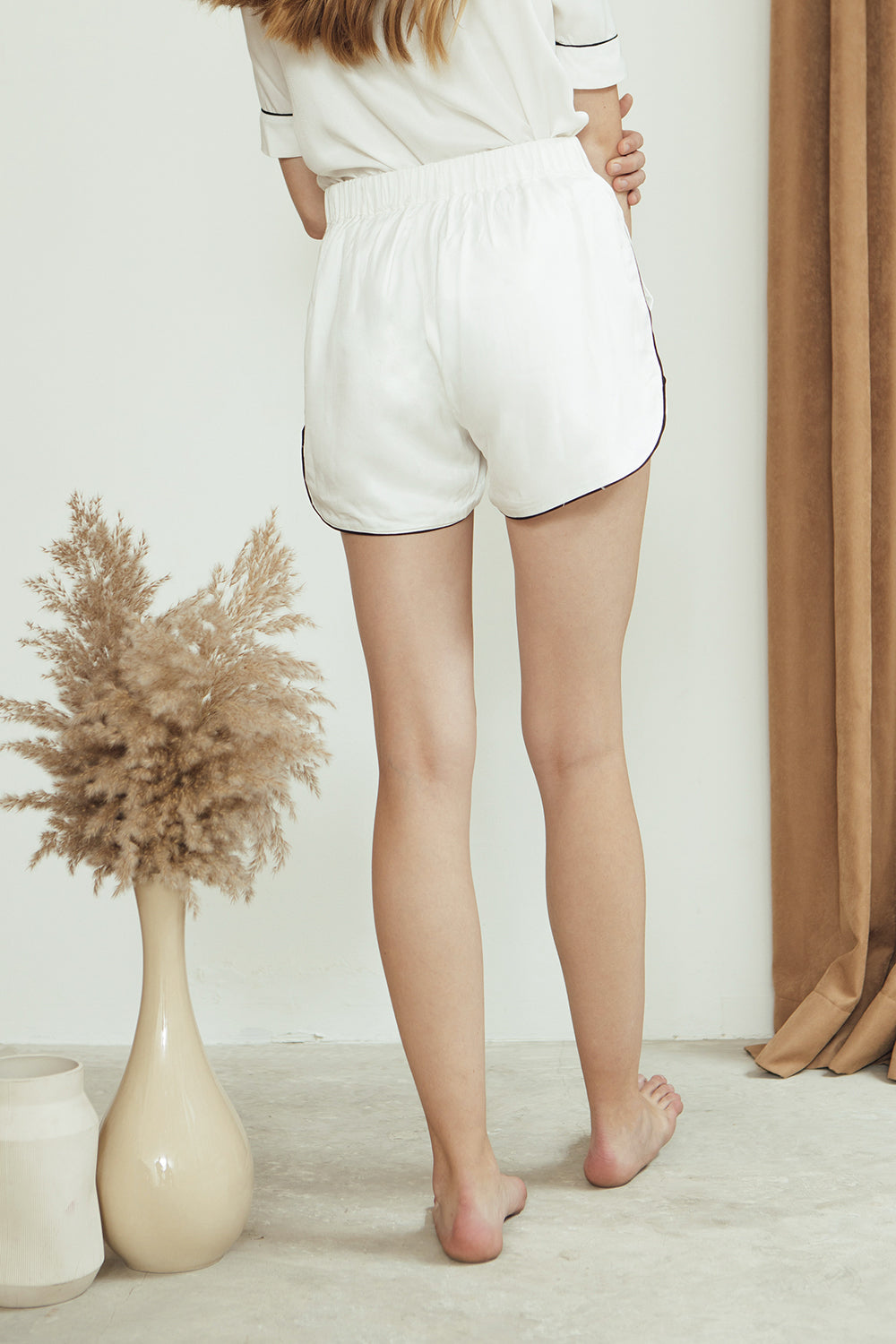 Mia Shorts/ White
