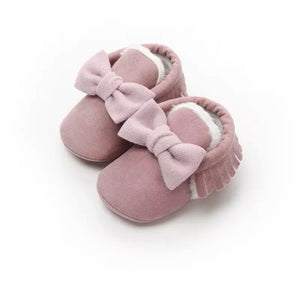 Dusky pink fur lined bow tassel moccasin shoes (0-12 months)