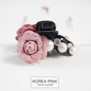 T22106 - [In black] Cặp dọc Elegant Camellia with light cubic Pin