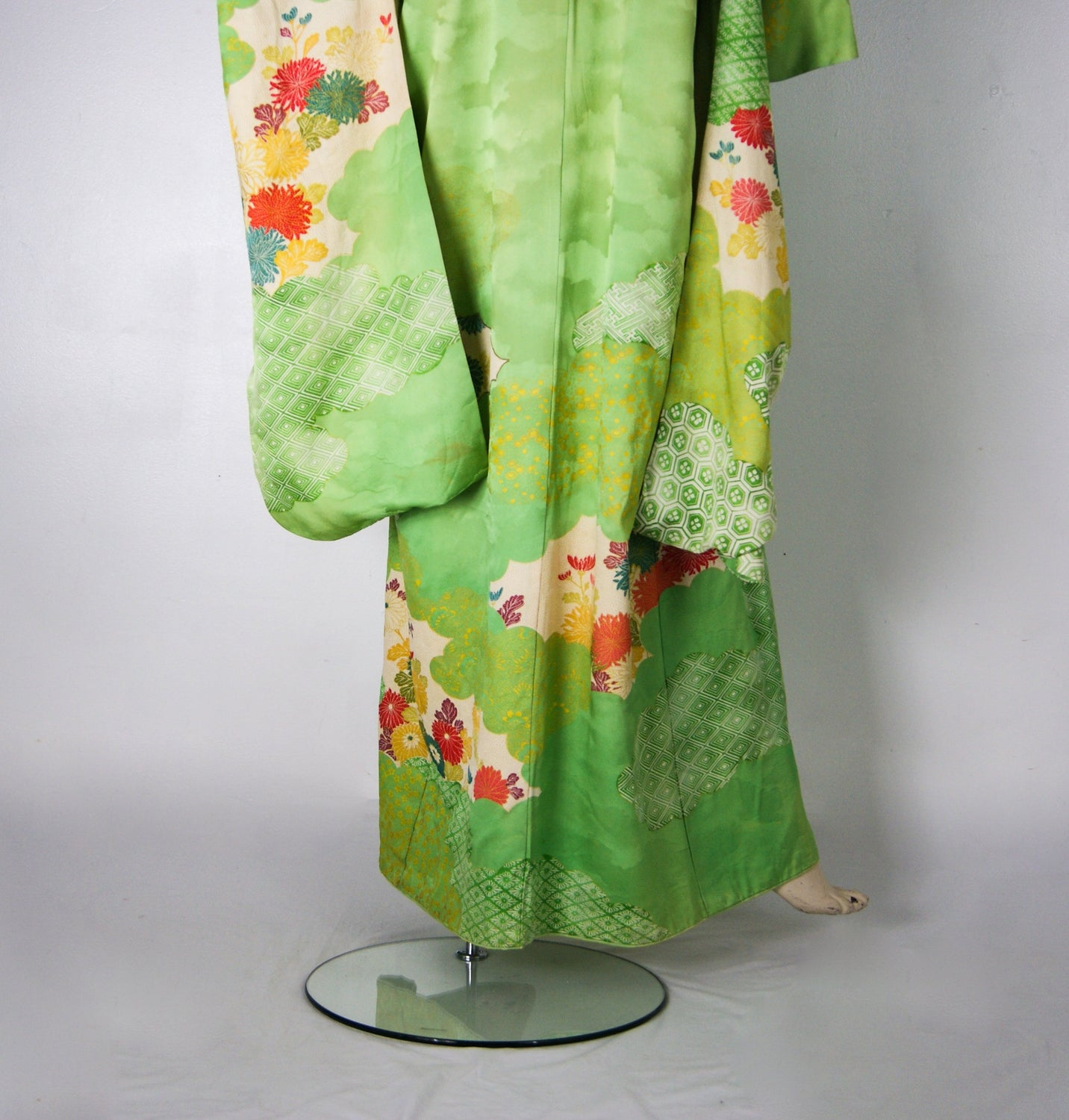 Exquisite Vintage 1950s Gold Thread Embroidered Hand Painted Japanese Furisode Silk Kimono