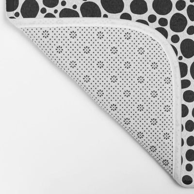 black-white-inverse-bubbles-bath-mats (2)