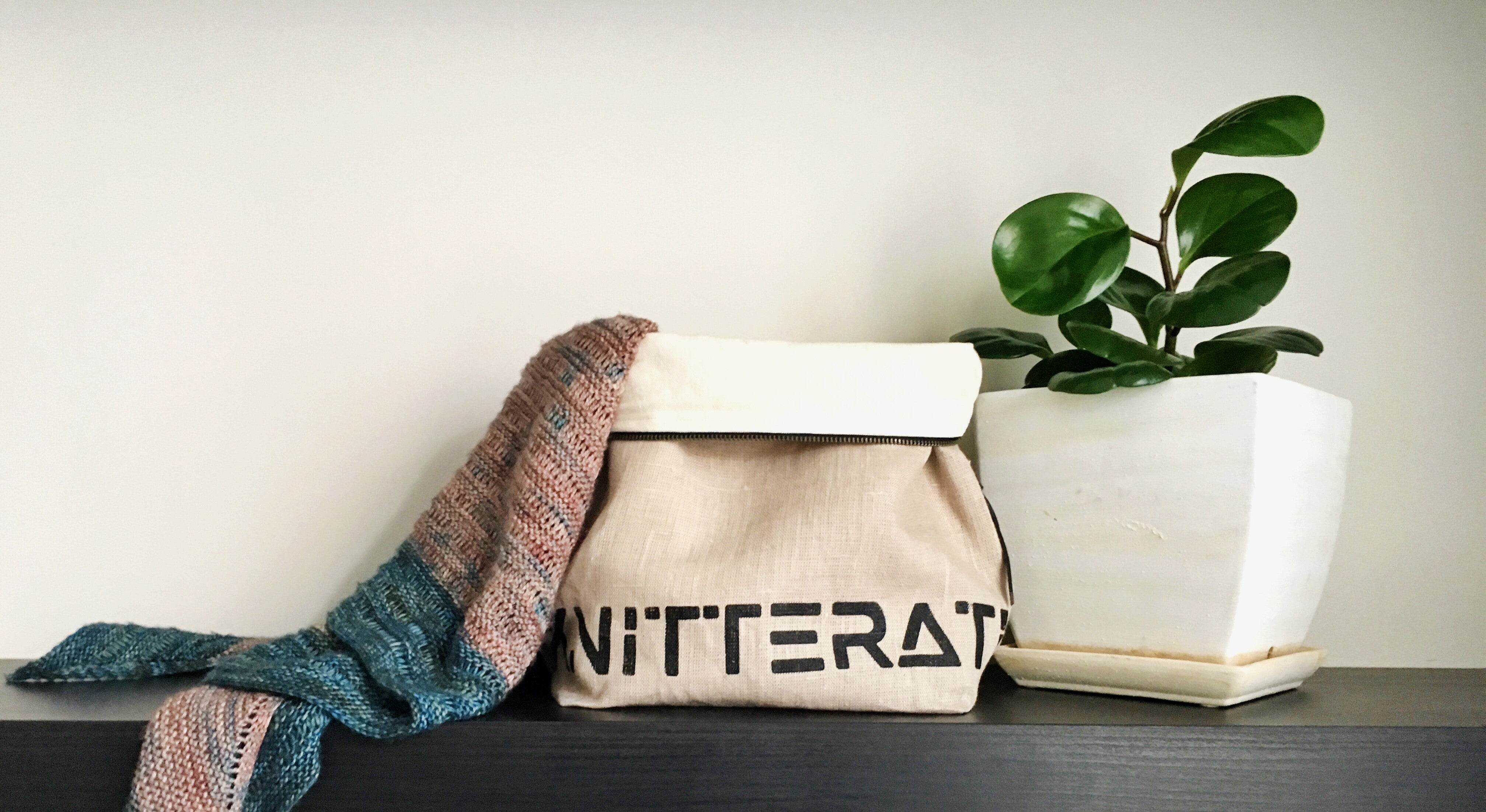 knitterati project bag / zipper bag / yarn bag / knitting / pearadise island / yarn bowl / screen print / screen printed knitterati bag