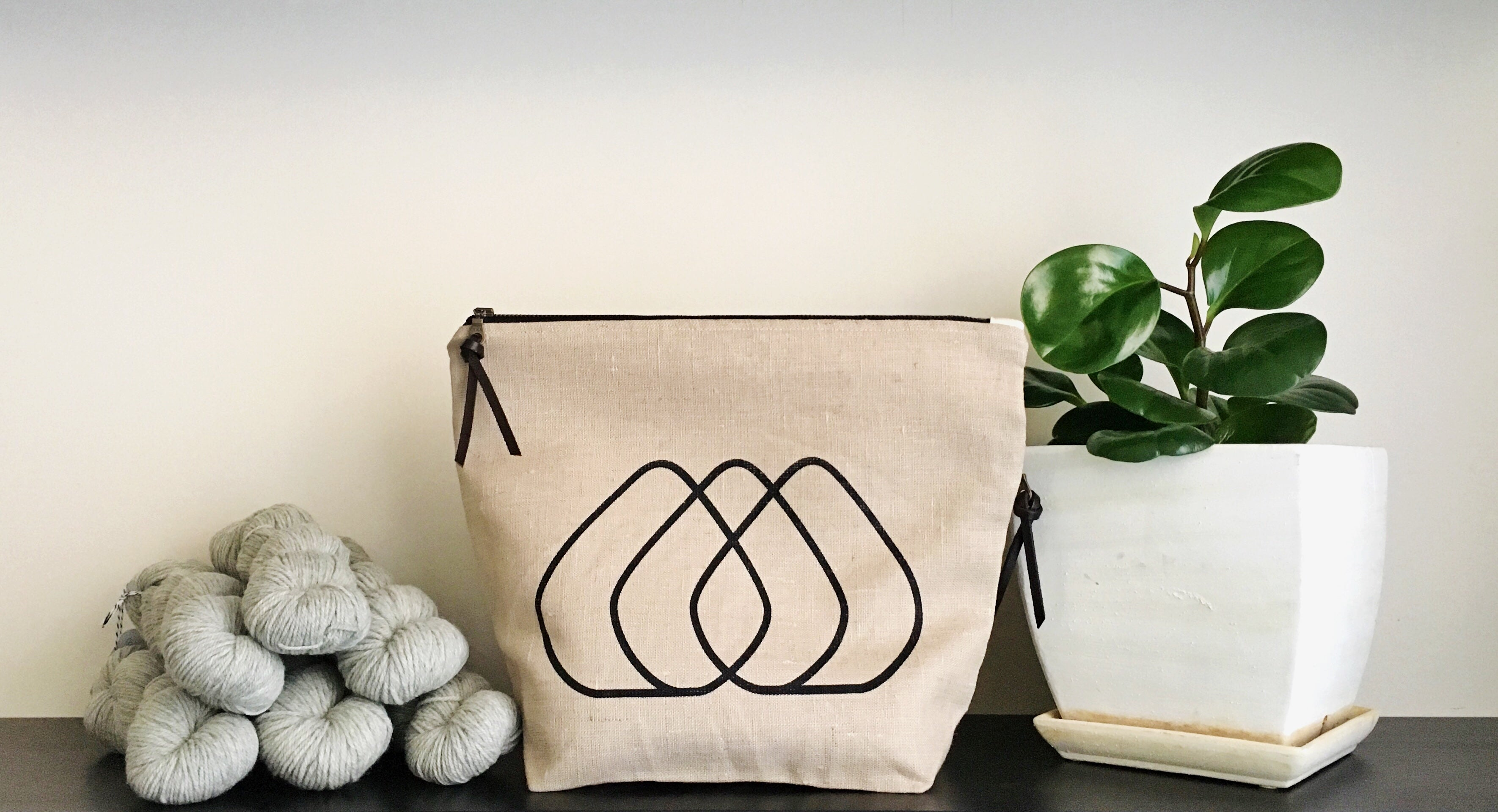 pearadise island screen printed logo zipper project bag / knitting bag / yarn bag / yarn bowl /linen bag / zipper bag