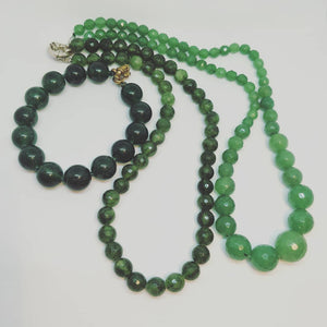 Bracelet - dark emerakd green 10mm bead agate stone.
