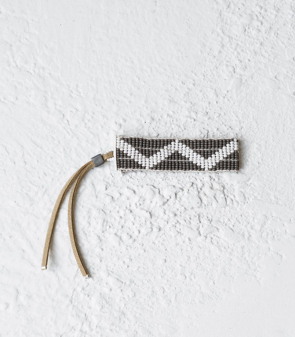 Sidai / Narrow Zig Zag Warrior Bracelet / Grey & White