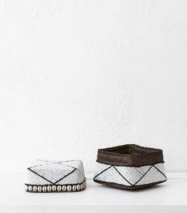 Beaded Box w Shells / White-Blk Stripe / Large