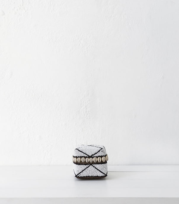 Beaded Box w Shells / White-Blk Stripe / Small