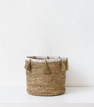 Raffia Woven Basket w Tassel / Natural / Large