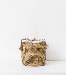 Raffia Woven Basket w Tassel / Natural / Medium