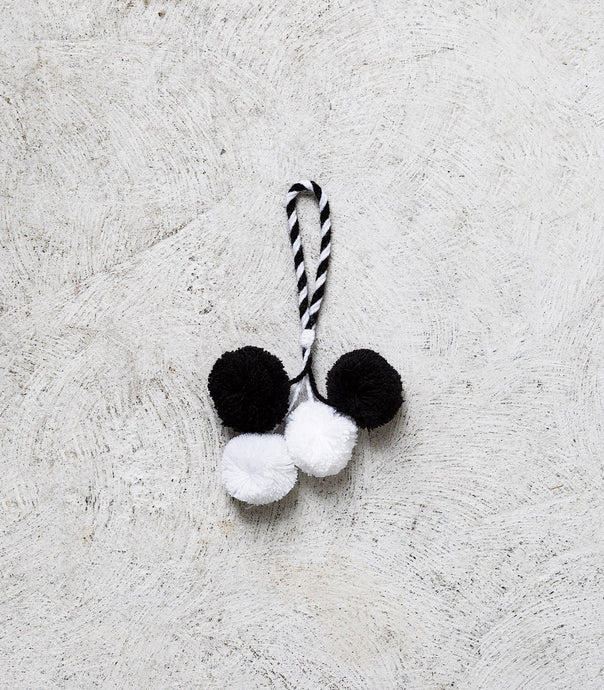 Wool Pom Pom / Black & White