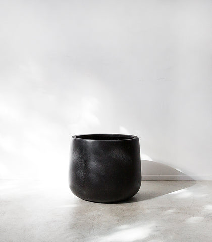 Belle Planter / Squat / Black / Large