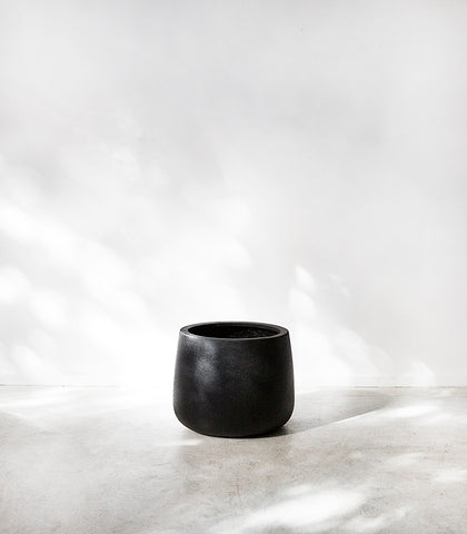 Belle Planter / Squat / Black / Medium