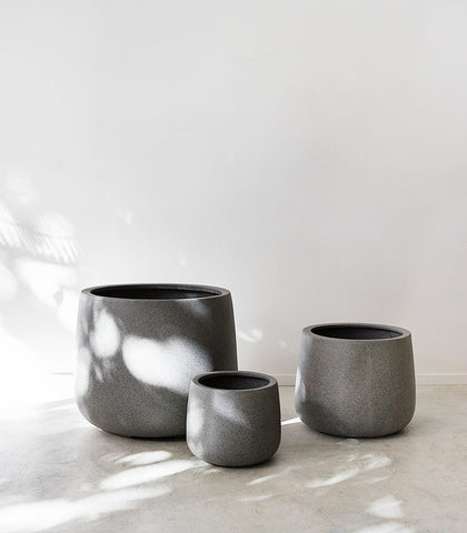 Belle Planter / Squat / Dark Grey / Medium