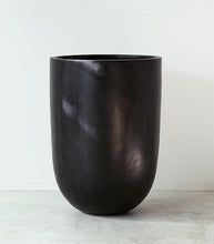Concrete Planter / Black / Medium