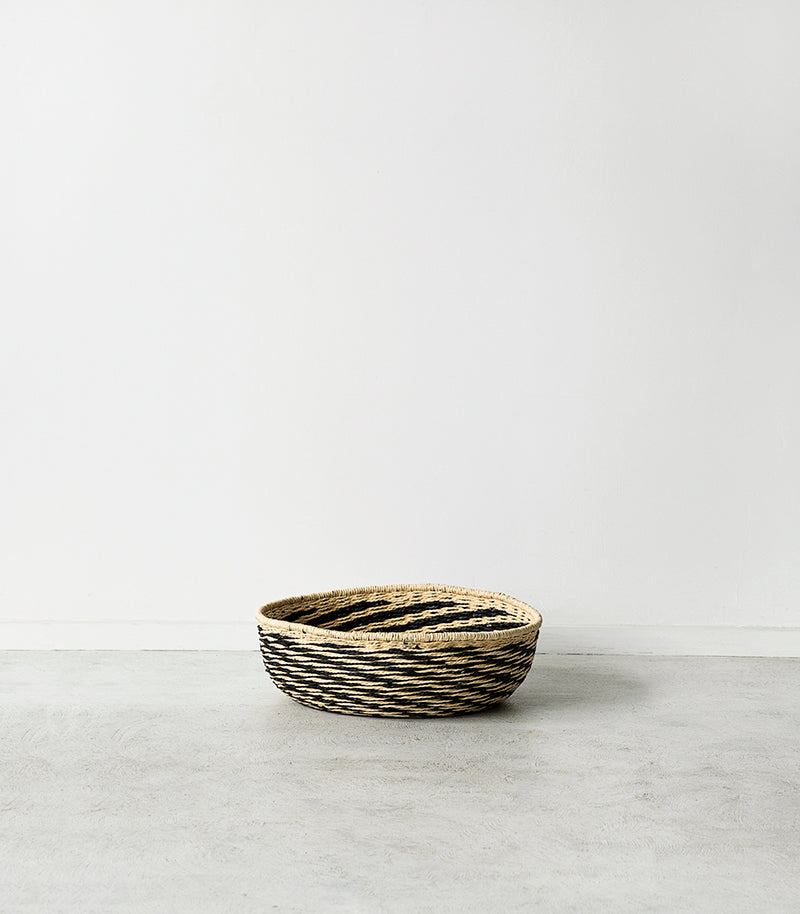 Hubsch Interior / Shallow Woven Rope Basket / Blk-Natural / Small