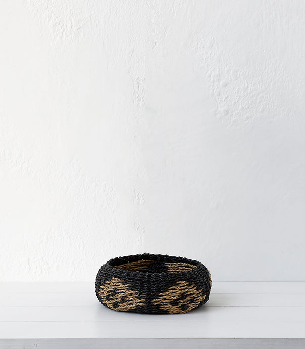 Madam Stoltz / Seagrass Basket / Black & Natural