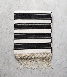 Madam Stoltz / Striped Throw w Fringe / Black-White / 130x170cm