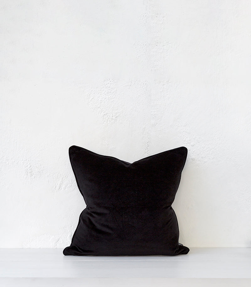 Montpellier Cushion w Feather Inner / 53x53cm / Black