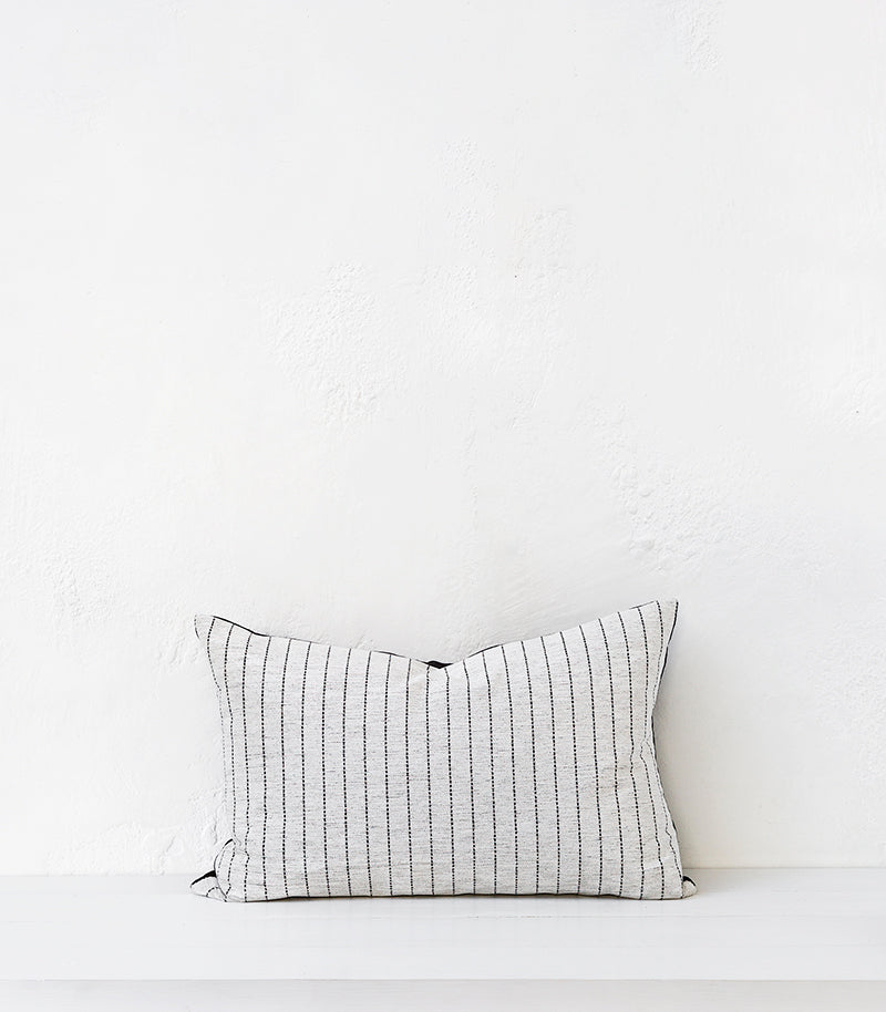 'Paloma' Cushion w Feather Inner / 60x40cm