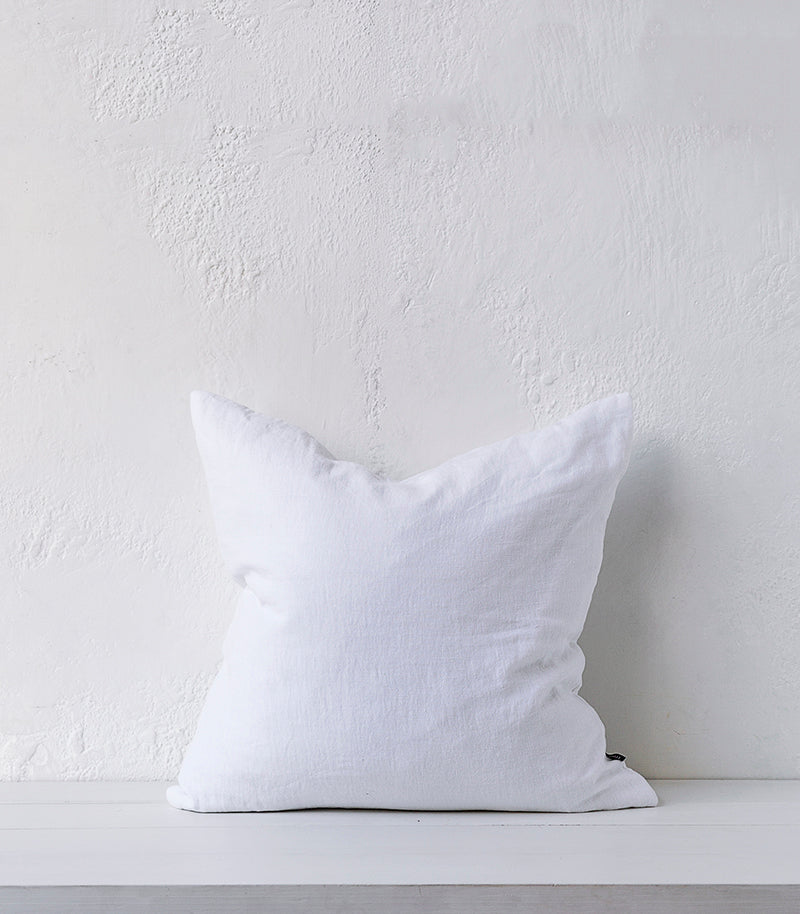 Indira Cushion w Feather Inner / White / 55x55cm