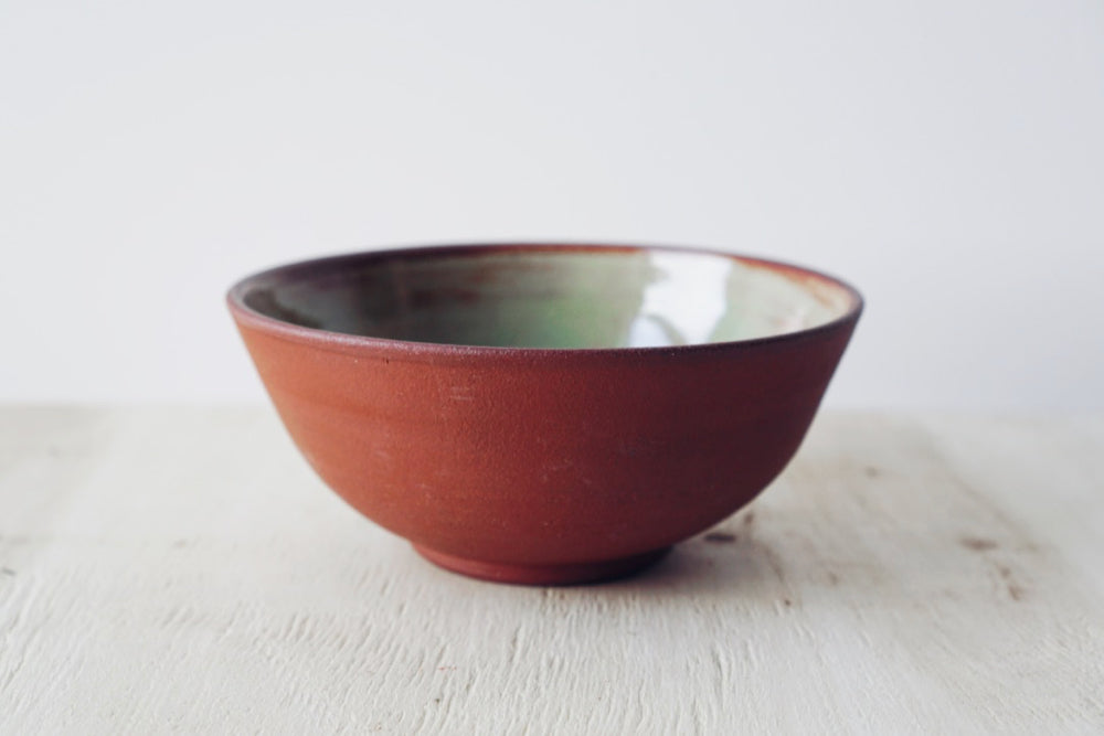 Medium bowl (red, light green)