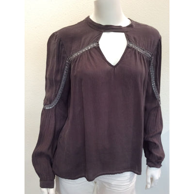 Maven West - Long Sleeve w/ Keyhole Neckline Top in Stone - Women - MAV8854C2