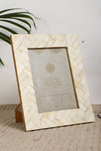 "Load image into Gallery viewer, Mother of Pearl  5"" X 7"" Picture Frames with Seashells Photo Frames - Coral Tree"