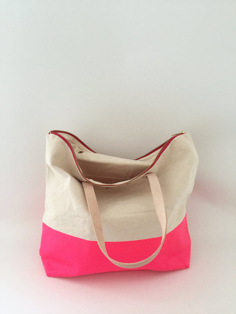 Shopper white with pink bottom and PINK zipper