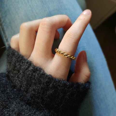 Erato Ring gold twist